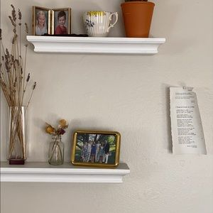 2 White Shelves